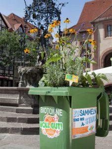 AMARETIS Agentur für Kommunikation Werbeagentur Bioabfall-Kampagne Blühende Tonnen Göttinger Entsorgungsbetriebe GEB Aktion Guerilla Gardening Gänseliesel hoch